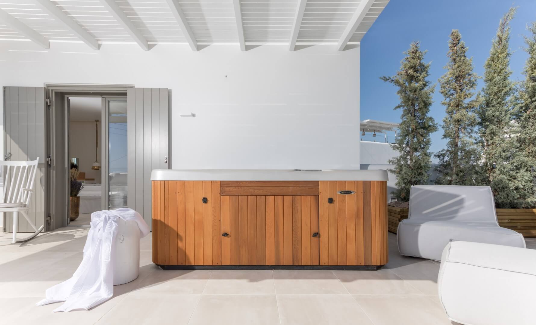 Sea-View-Suite-Jacuzzi (4)