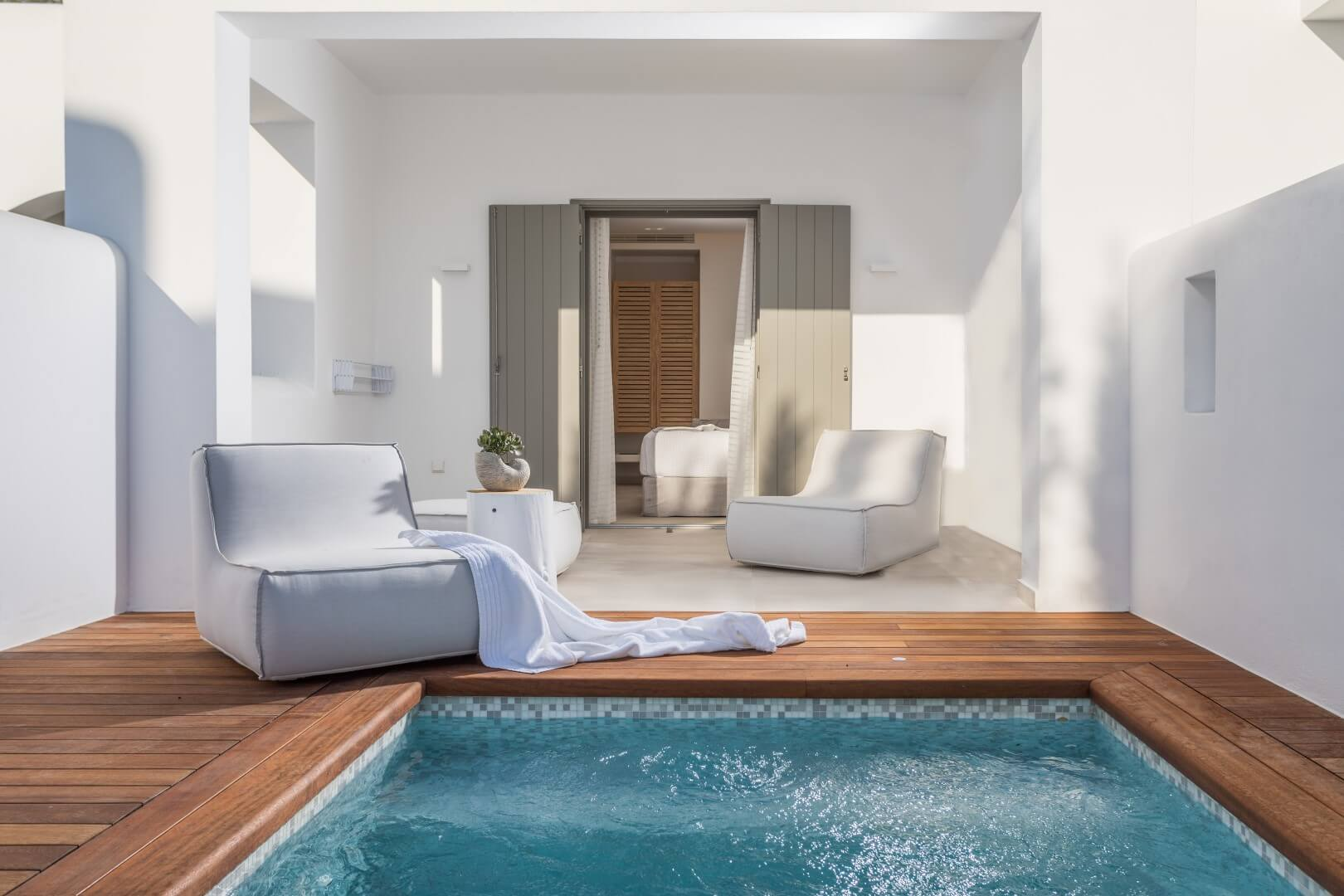 COMFORT-ROOM-PRIVATE-POOL